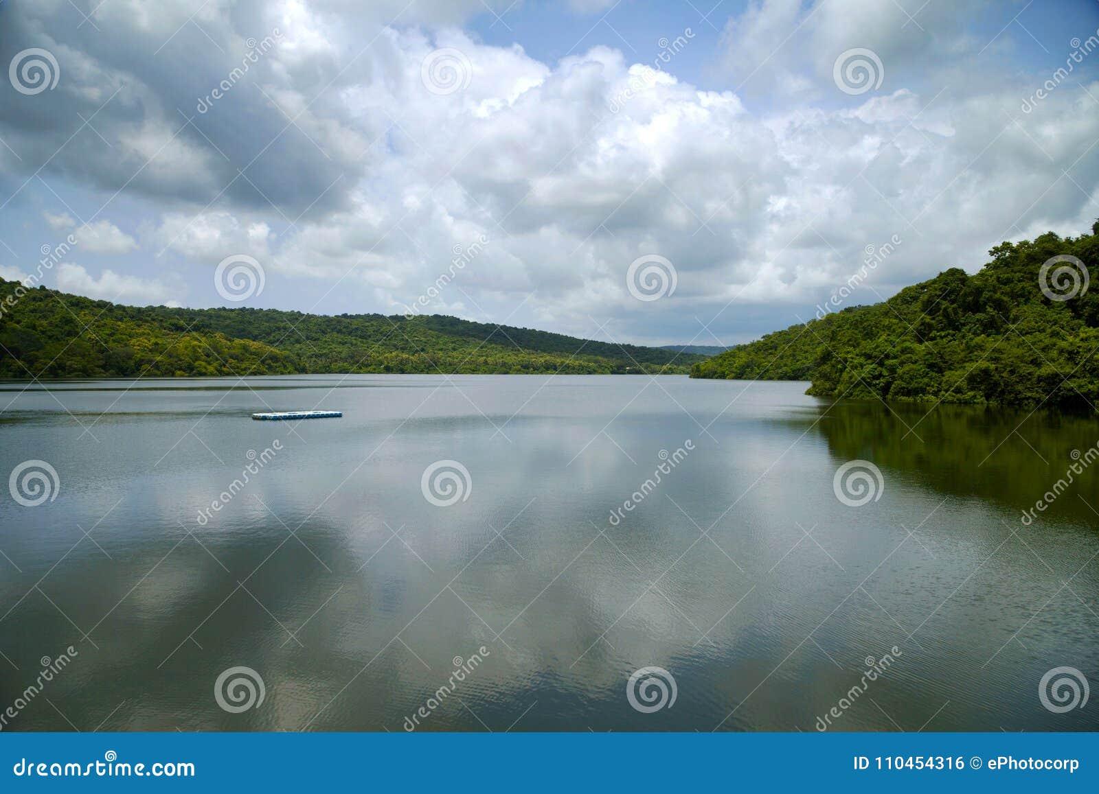 Flod med lugnt vatten, Diveagar, Maharashtra
