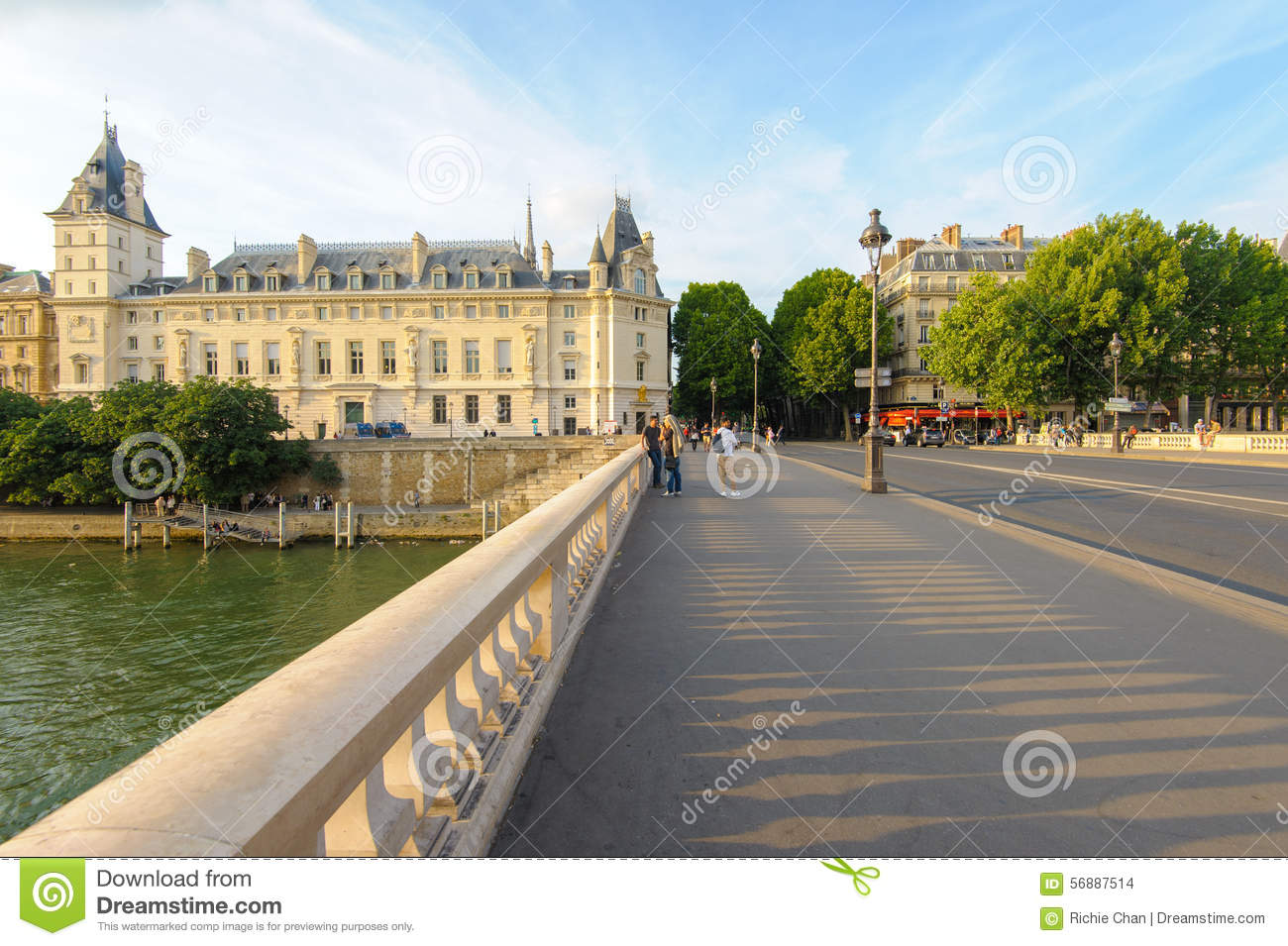 Flodstrand av Seine River i Paris