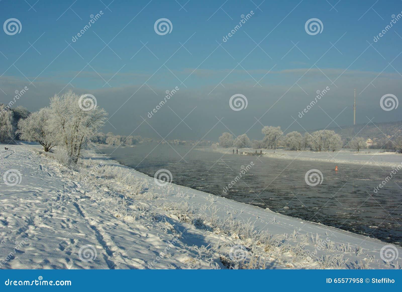 Floes de gelo no rio Elbe