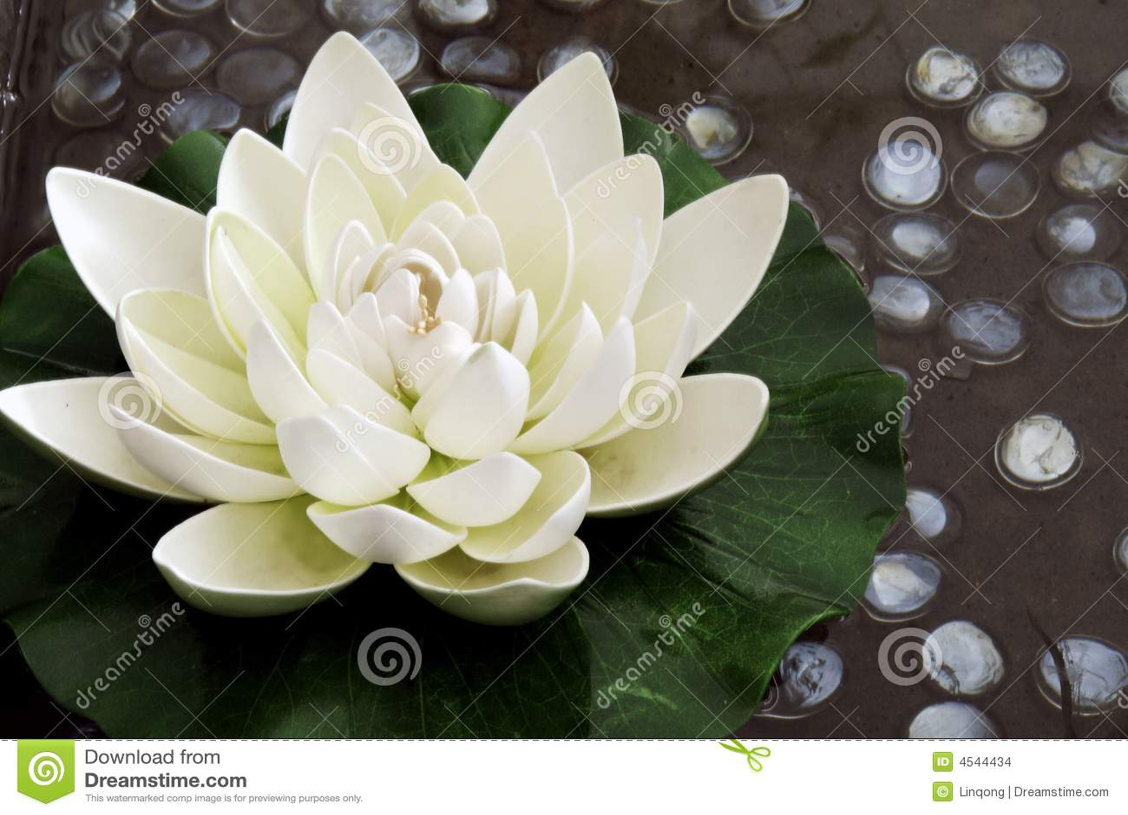 A flor de lótus artificial