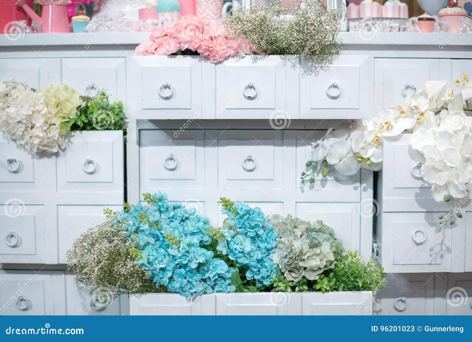 Flor decorada no estilo romântico