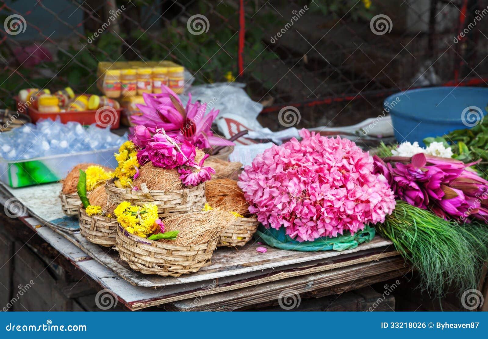 Flor e cocos na Índia