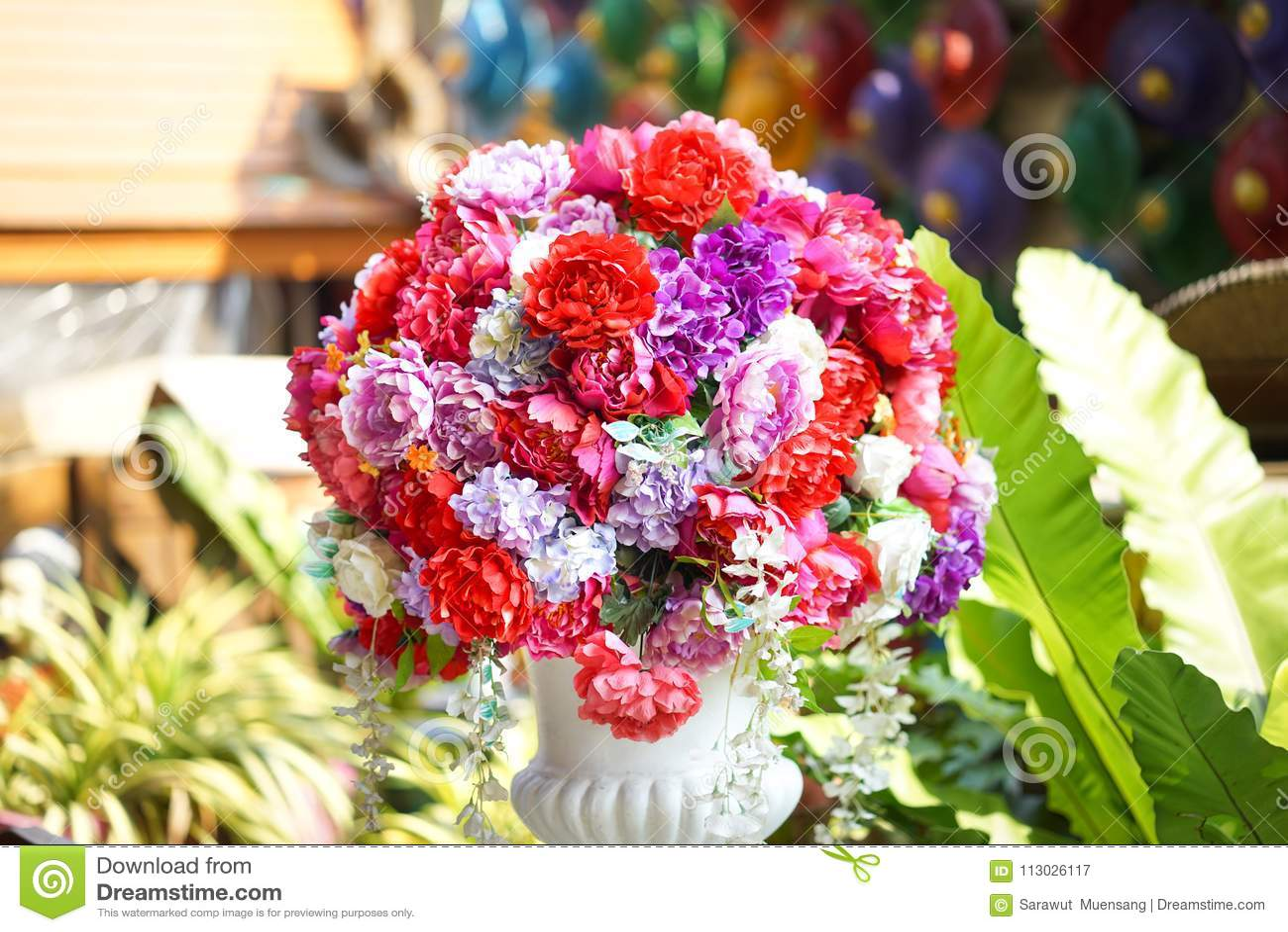 Flor falsa y fondo floral