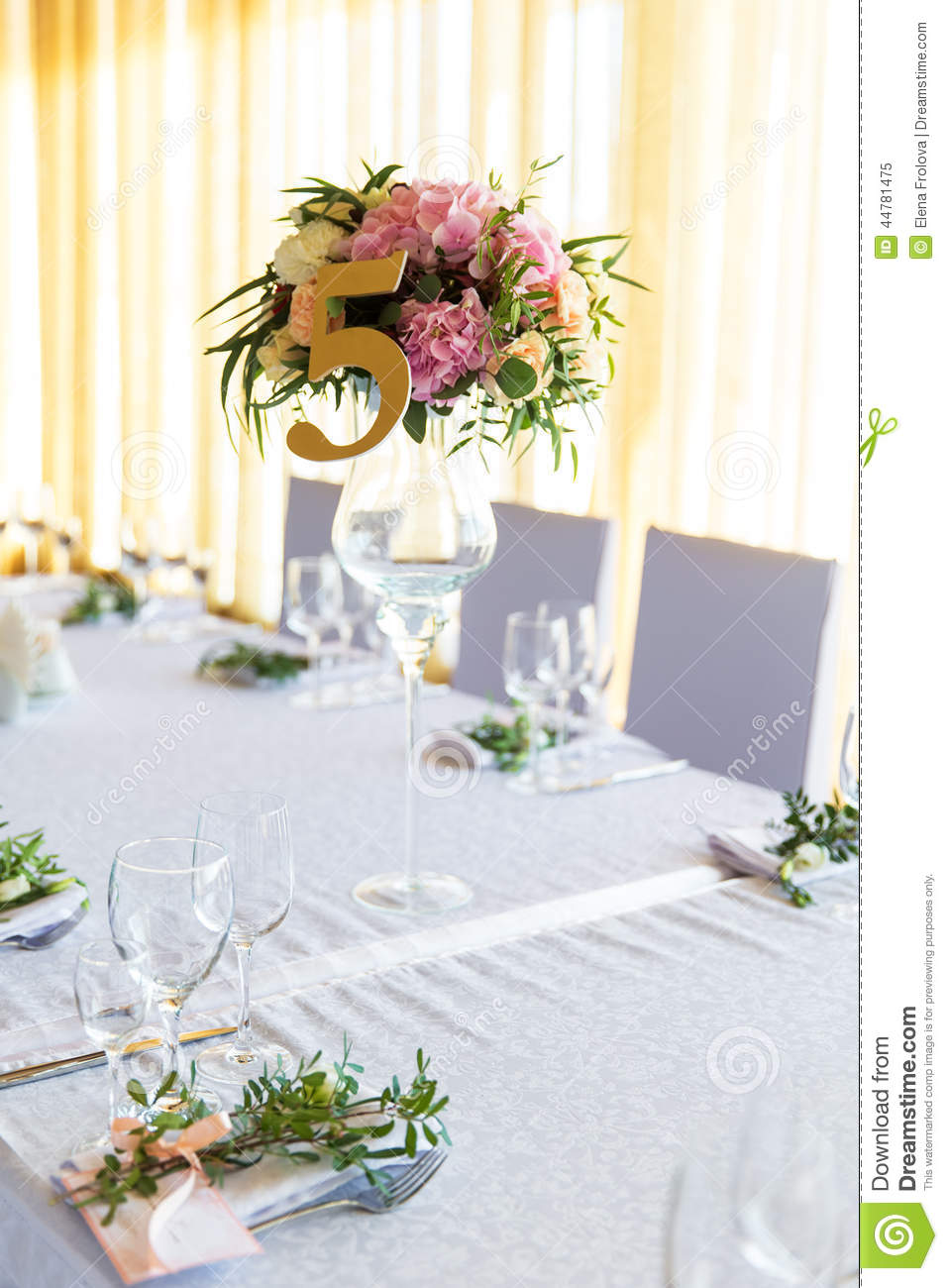 floral arrangement for decoration wedding table for guests. Black Bedroom Furniture Sets. Home Design Ideas