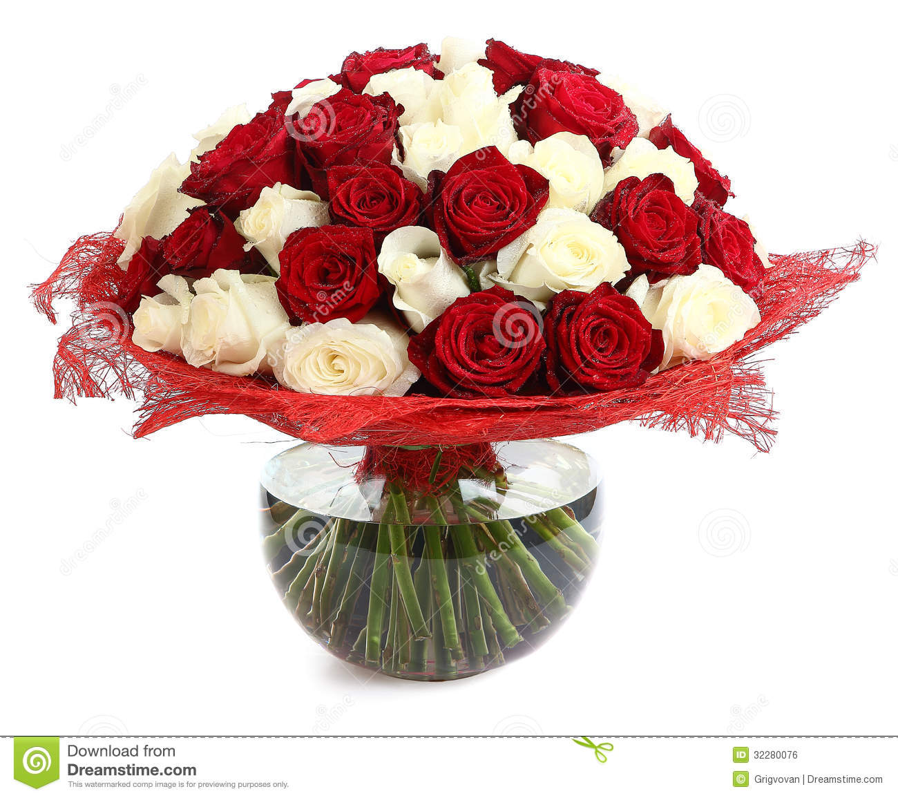 Floral compositions of red and white roses a large for Bouquet roses blanches