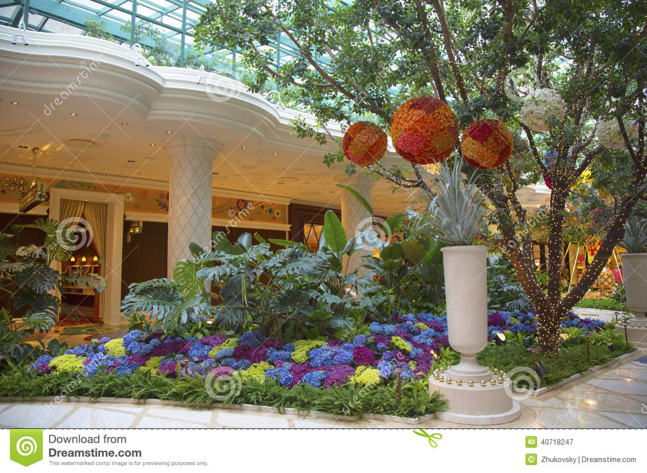 Floral Sculptures In The Atrium Of Wynn Hotel And Casino Editorial ...