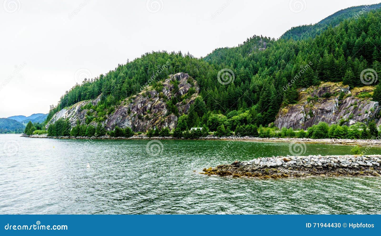 Flord Howe Sound и окружающих гор