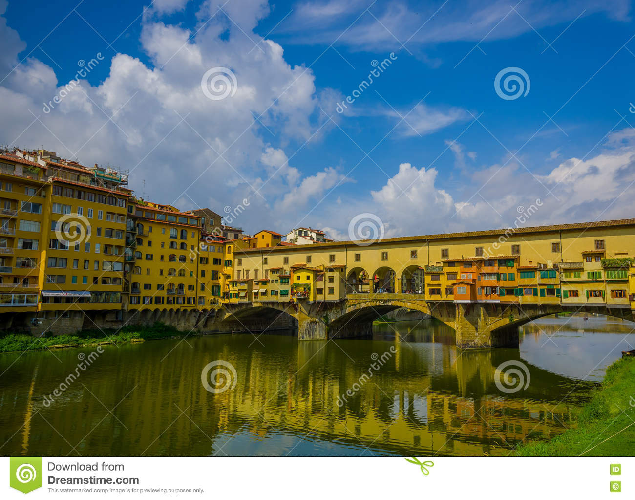 Ponte vecchio in florence italy editorial photo for Dream store firenze