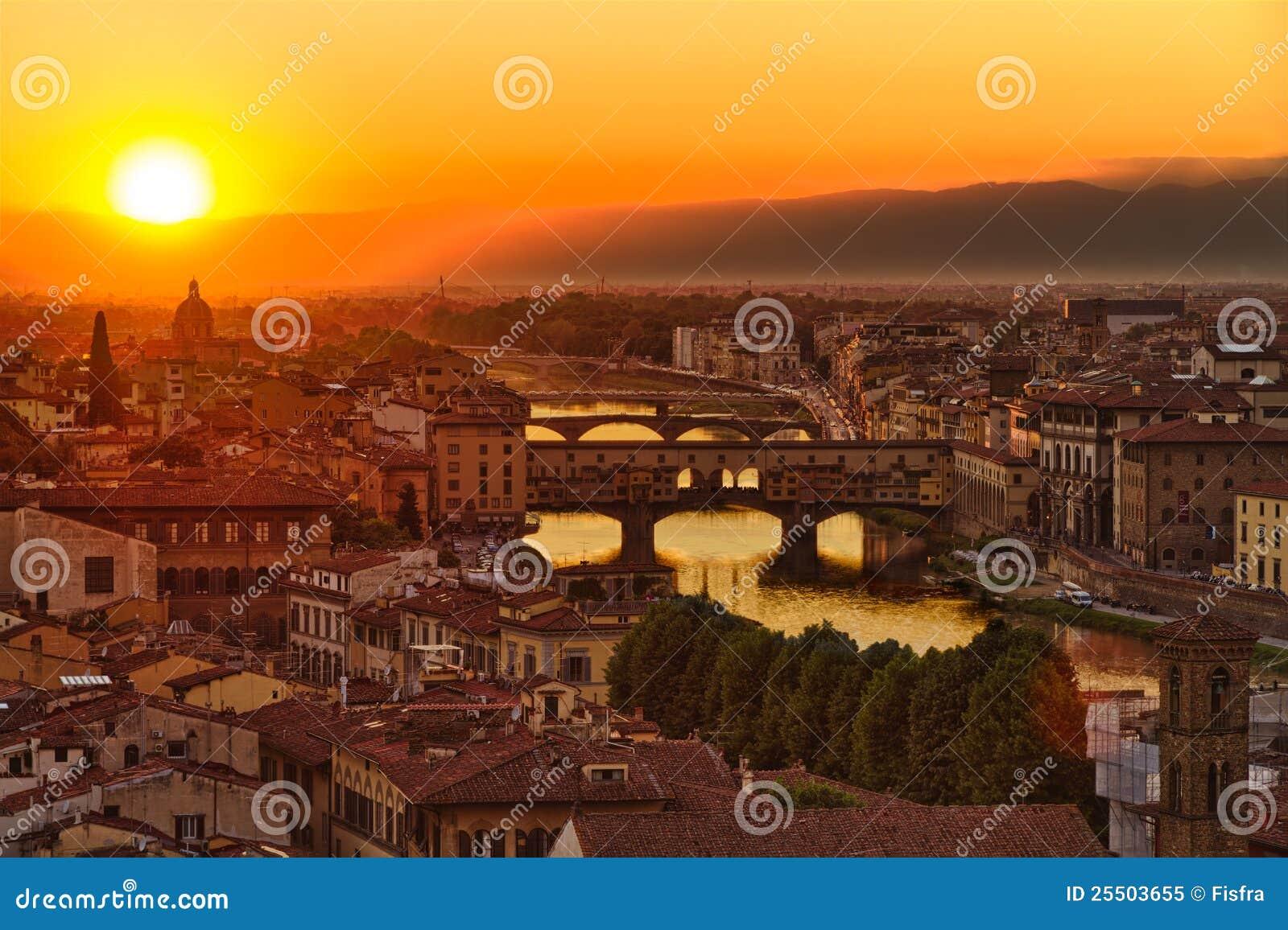 Florence, Rivier Arno en Ponte Vecchio, Italië