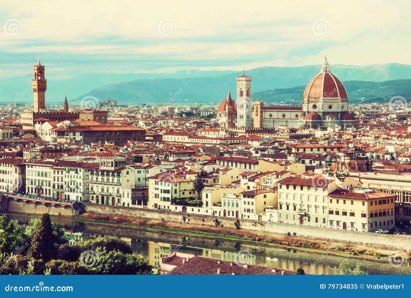 Florencia hermosa, Toscana, Italia, filtro amarillo retro de la foto