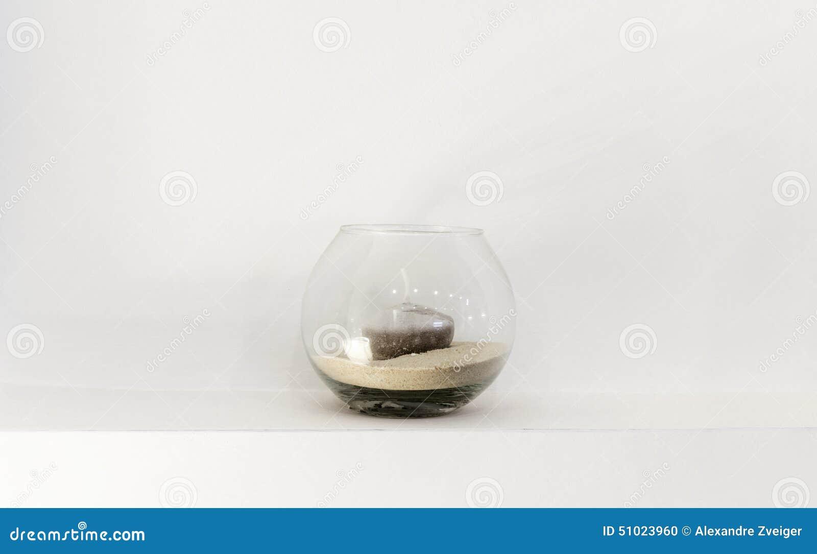 Florero de cristal con una vela