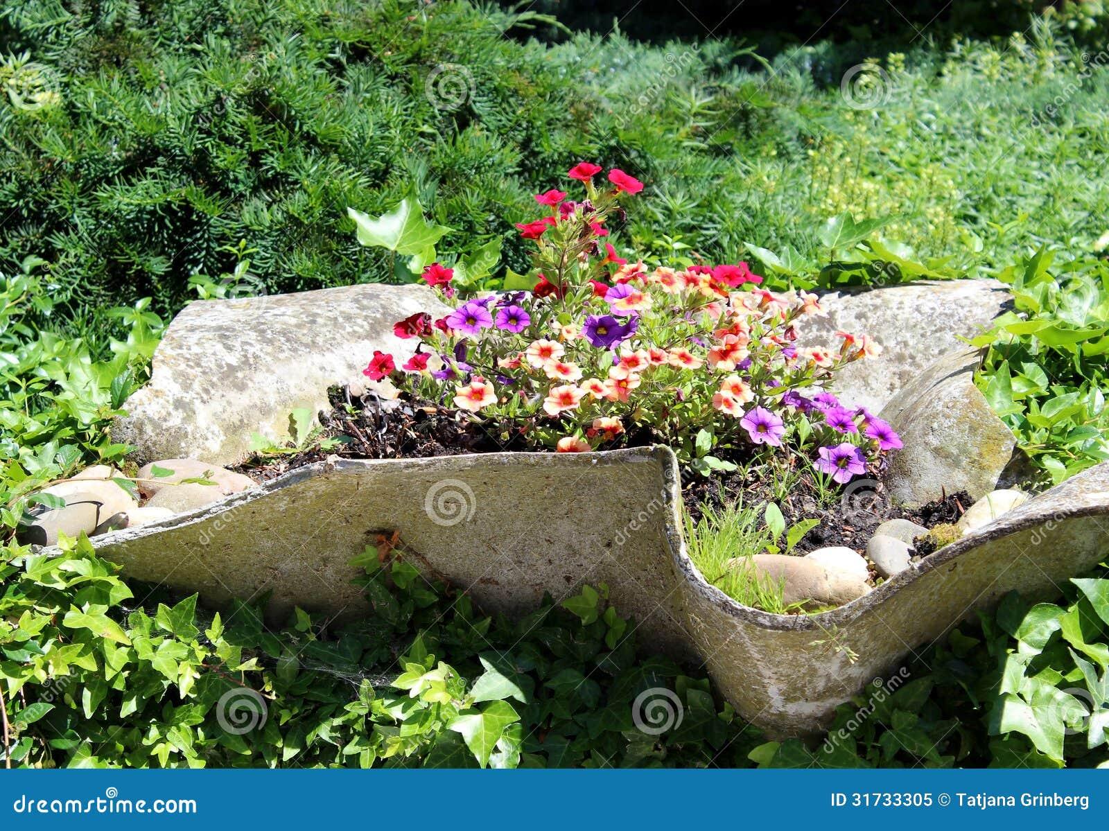 Flores Bonitas No Jardim Foto de Stock Royalty Free ...