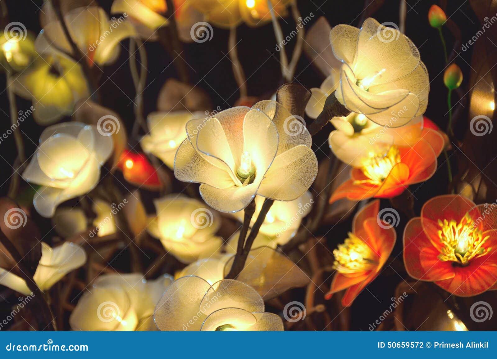 Flores brancas elétricas