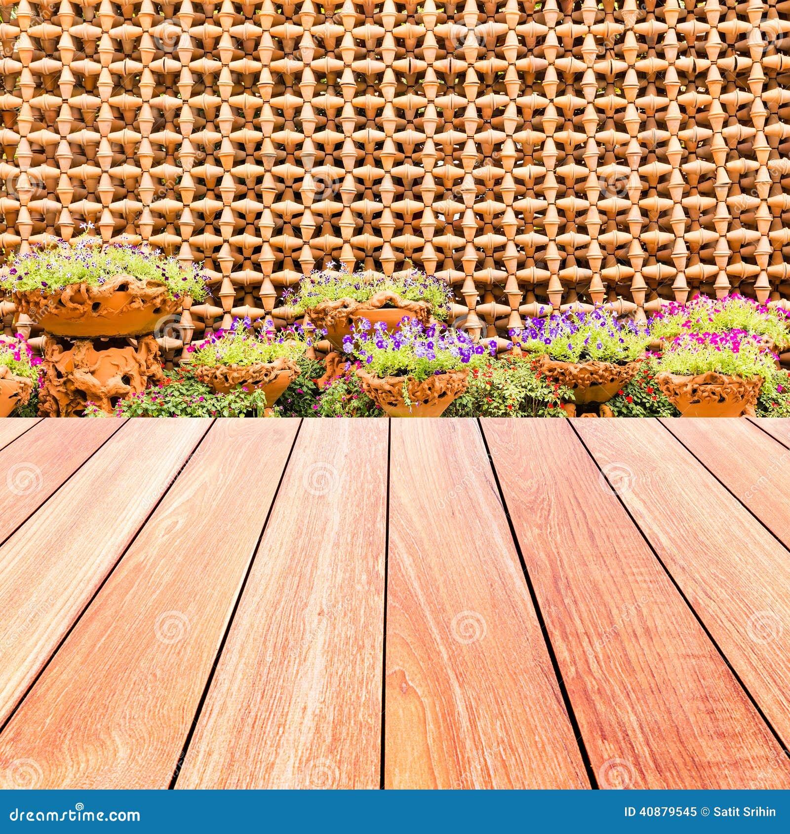 Flores coloridas con la pared decorativa de los potes y for Ceramica decorativa pared