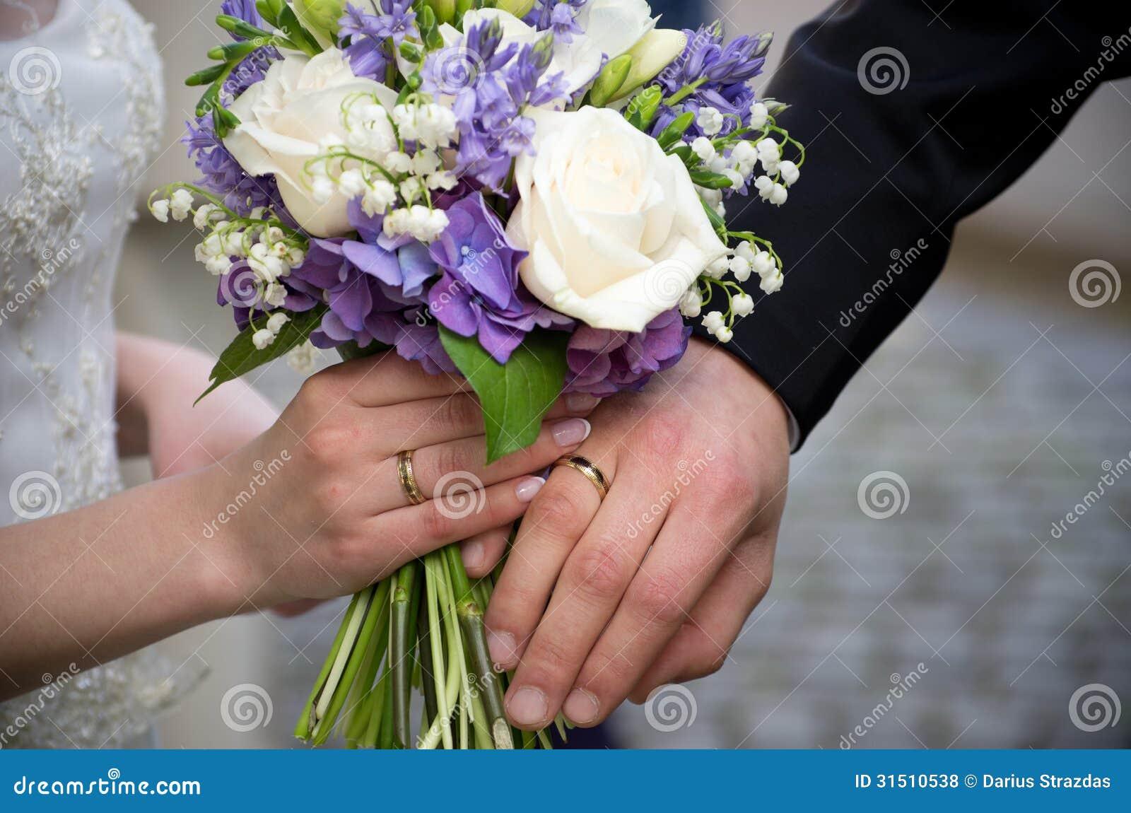 Flores das alianças de casamento