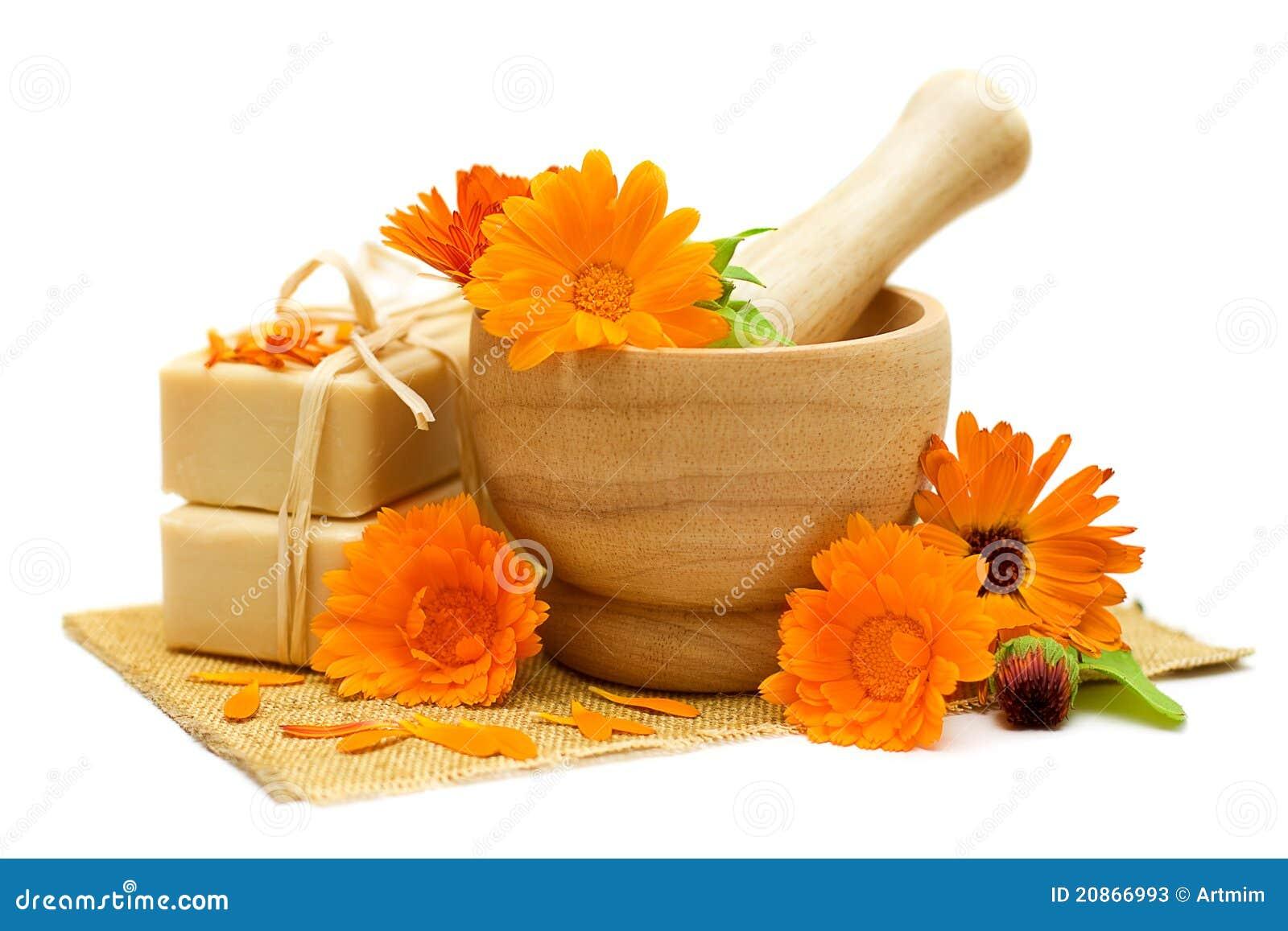 Flores del Calendula con el jabón de baño