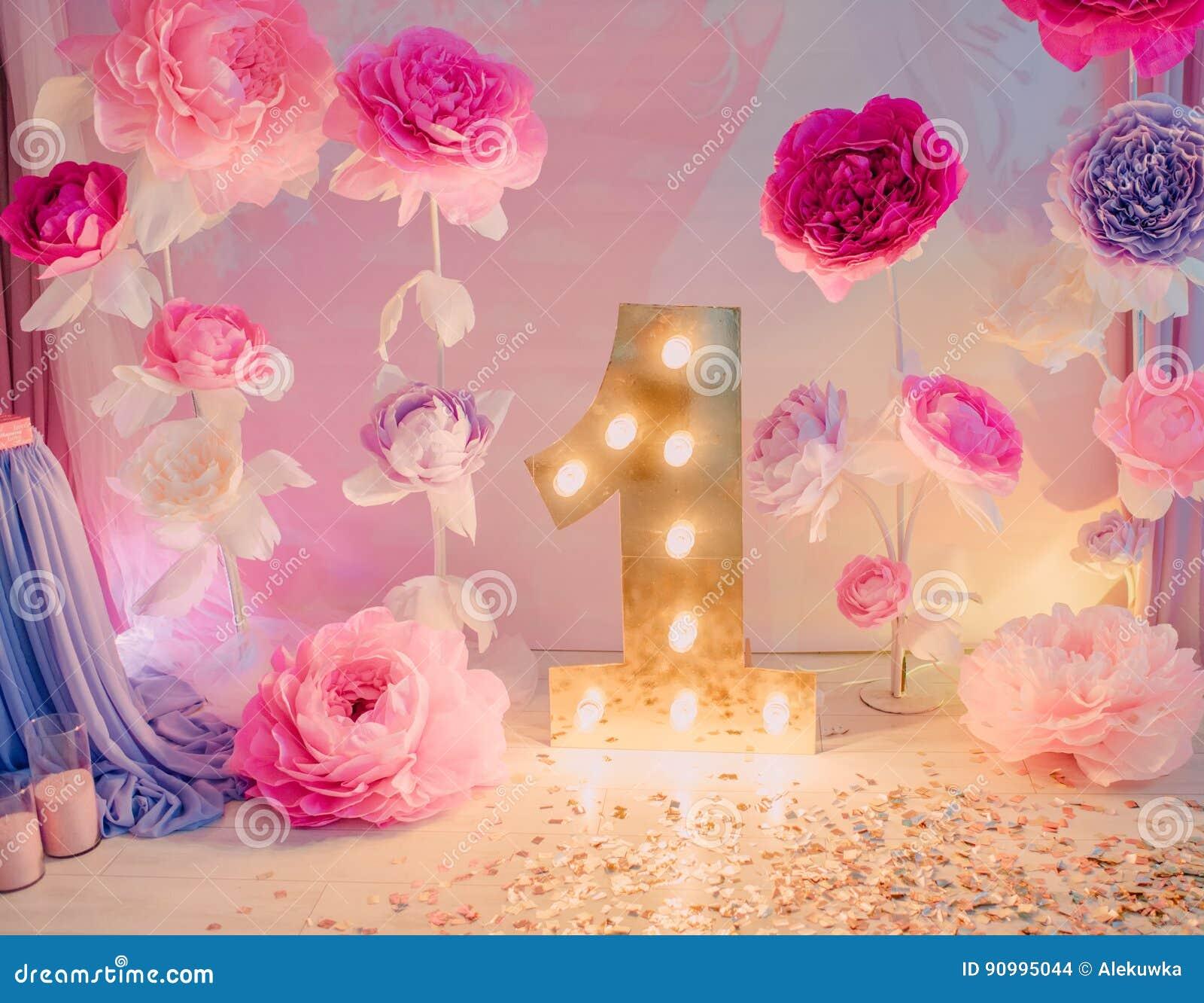 Flores Del Cumpleanos De Las Decoraciones Foto De Archivo Imagen