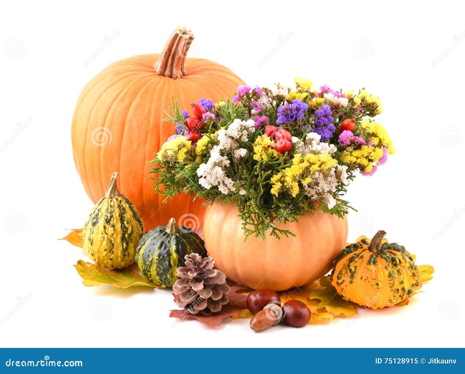 Flores del florero y del otoño de la calabaza para el día de fiesta