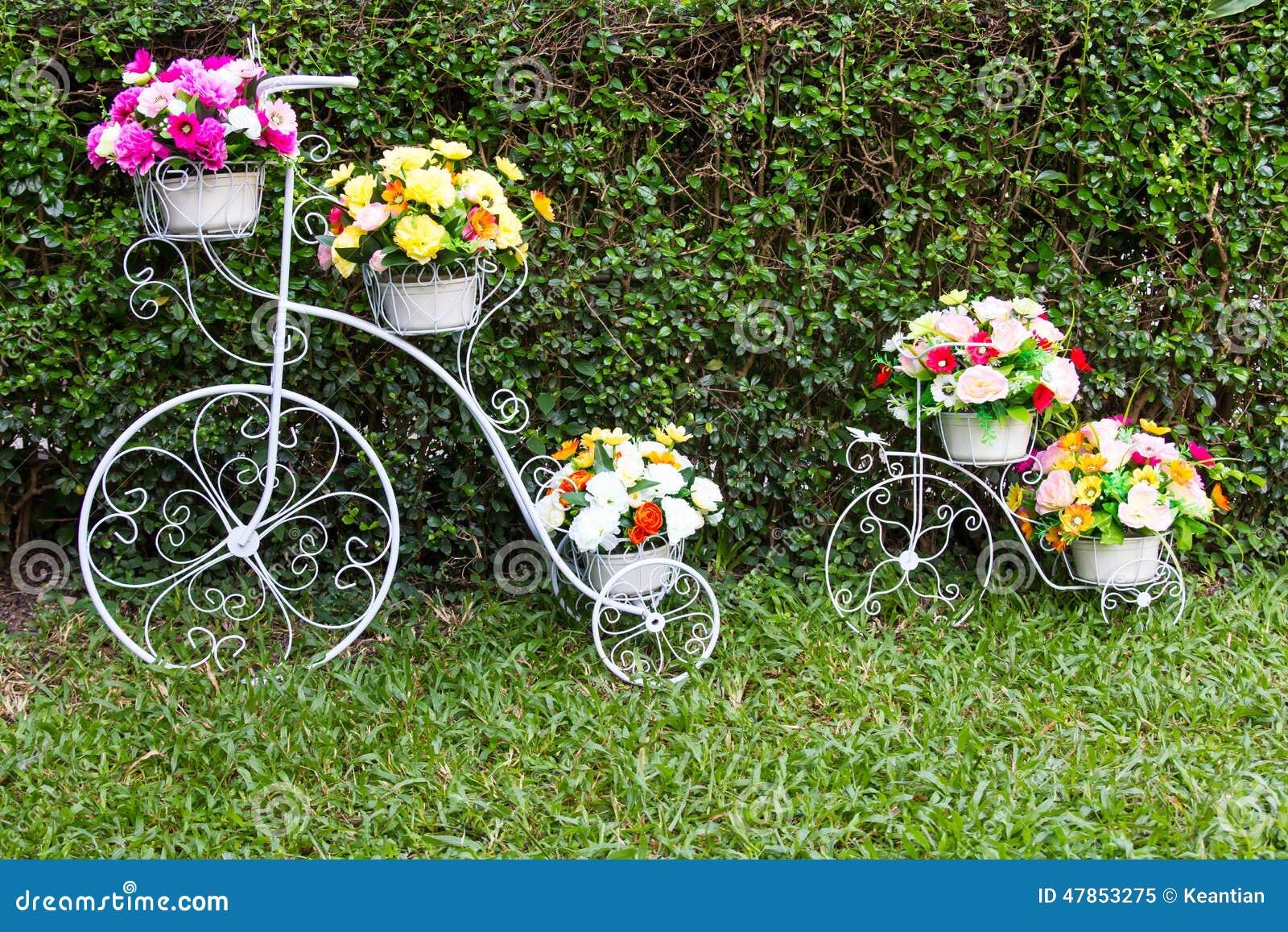 Flores del inventor de la bicicleta imagen de archivo - Bicicleta macetero ...