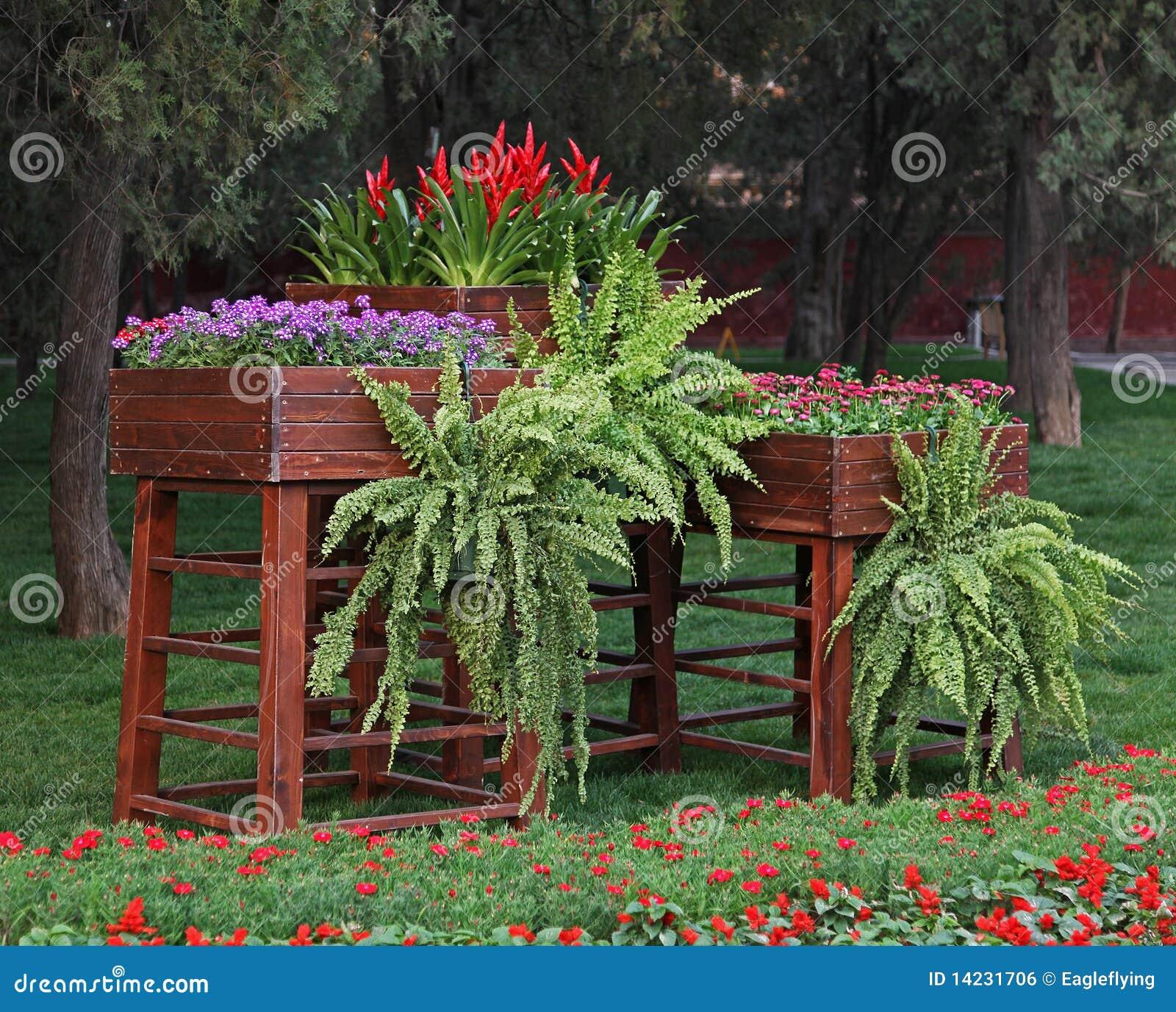 Flores Em Caixas De Madeira Do Vintage Imagem de Stock Royalty Free  #AD1E22 1300x1135