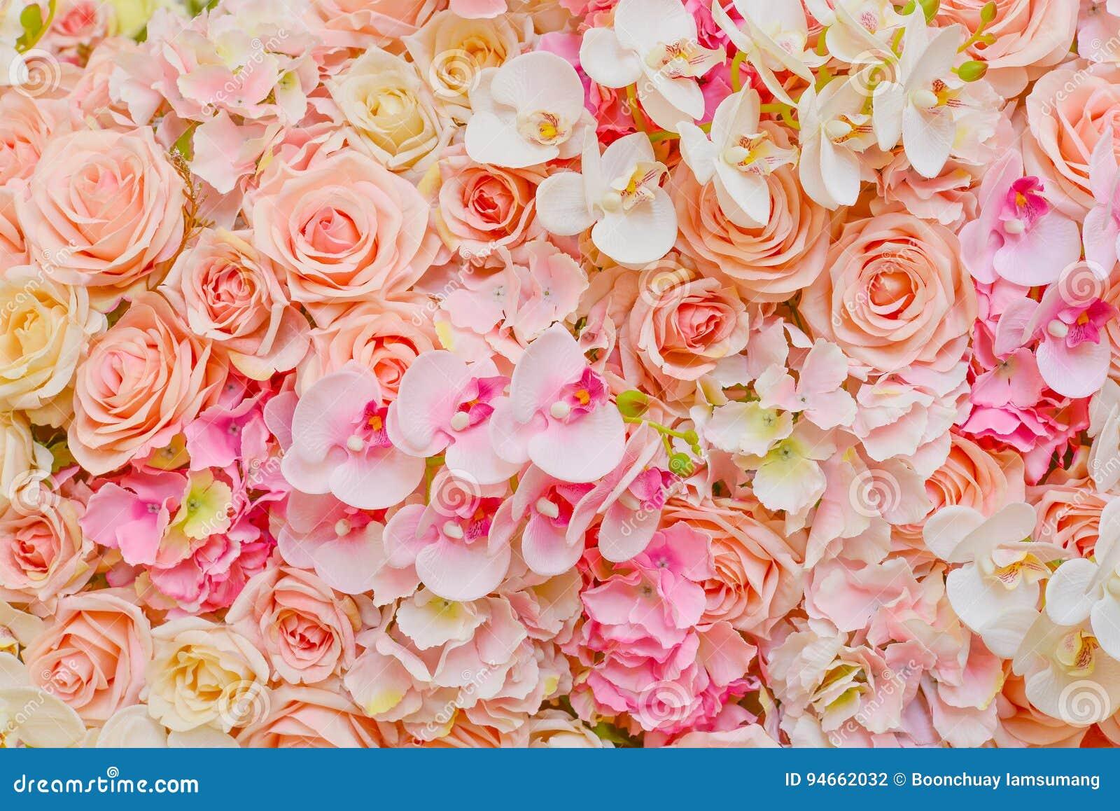 Flores falsificadas de rosas e de orquídeas cor-de-rosa bonitas para o casamento