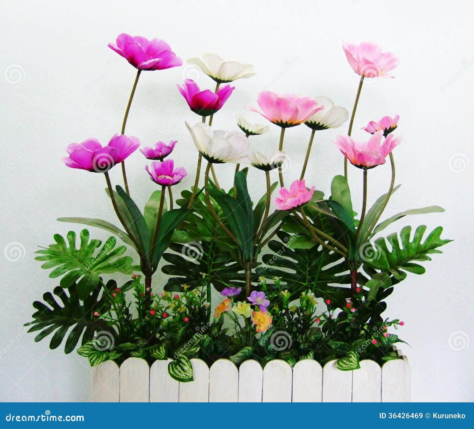 uma coleção de flores plásticas de cor de rosa e de branco com as  #AB2097 1300x1194