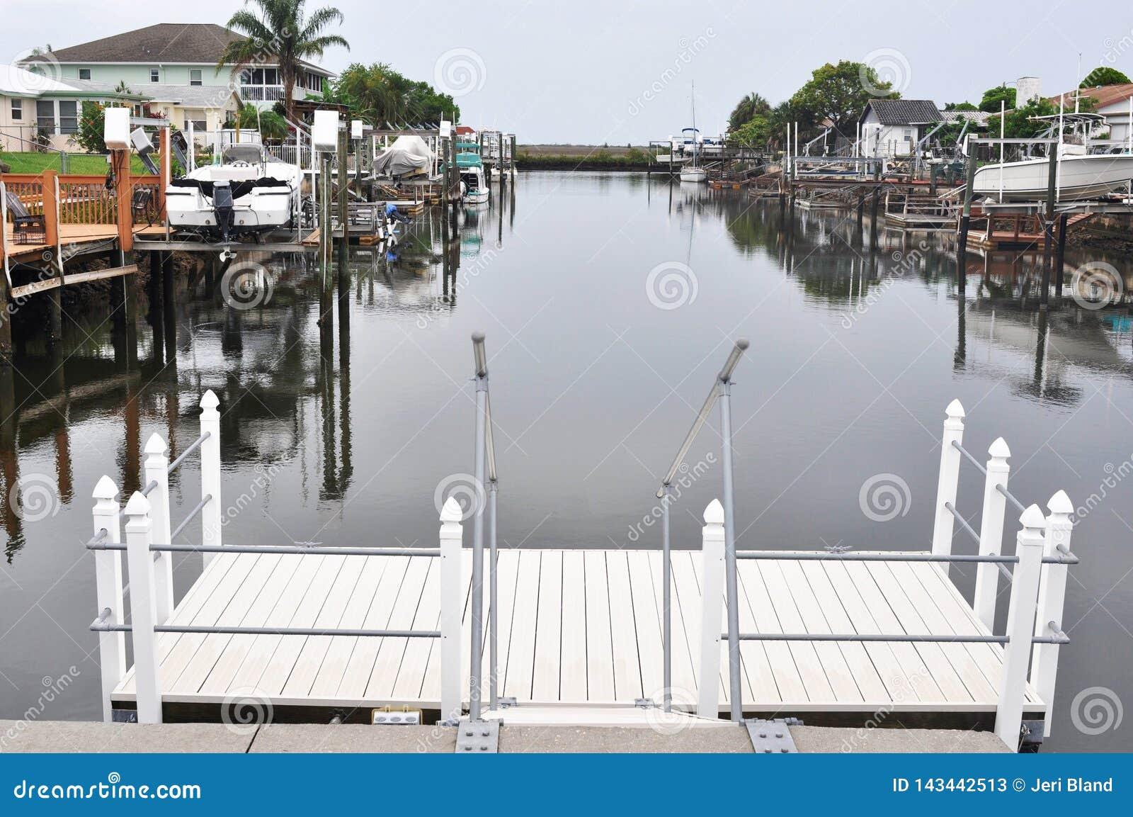 Florida-Hinterhof-Kanal
