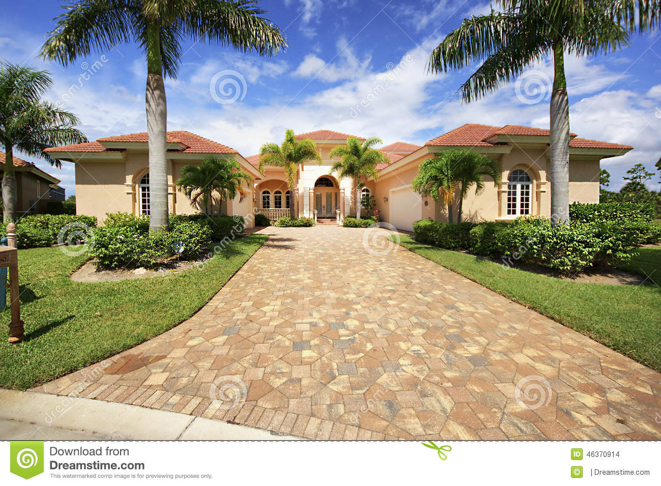 Florida Luxury Home With Paver Block Driveway Stock Photo