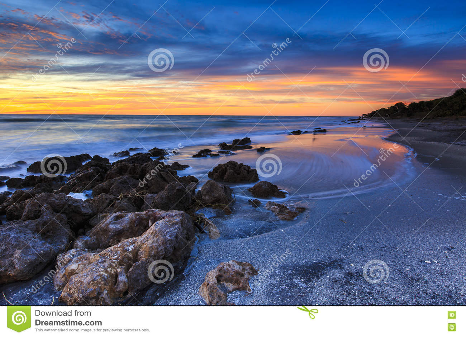 Bild auf Leinwand Sonnenuntergang am Strand von Pensacola in Florida Fußspuren i
