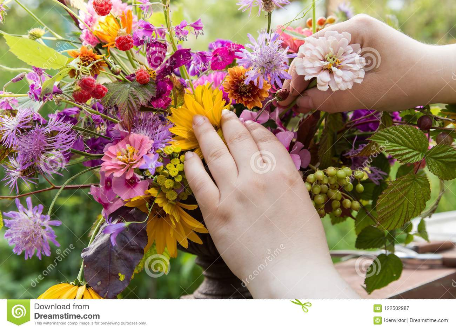 Florist Hands Make A Wedding Bouquet Stock Image Image Of Beauty