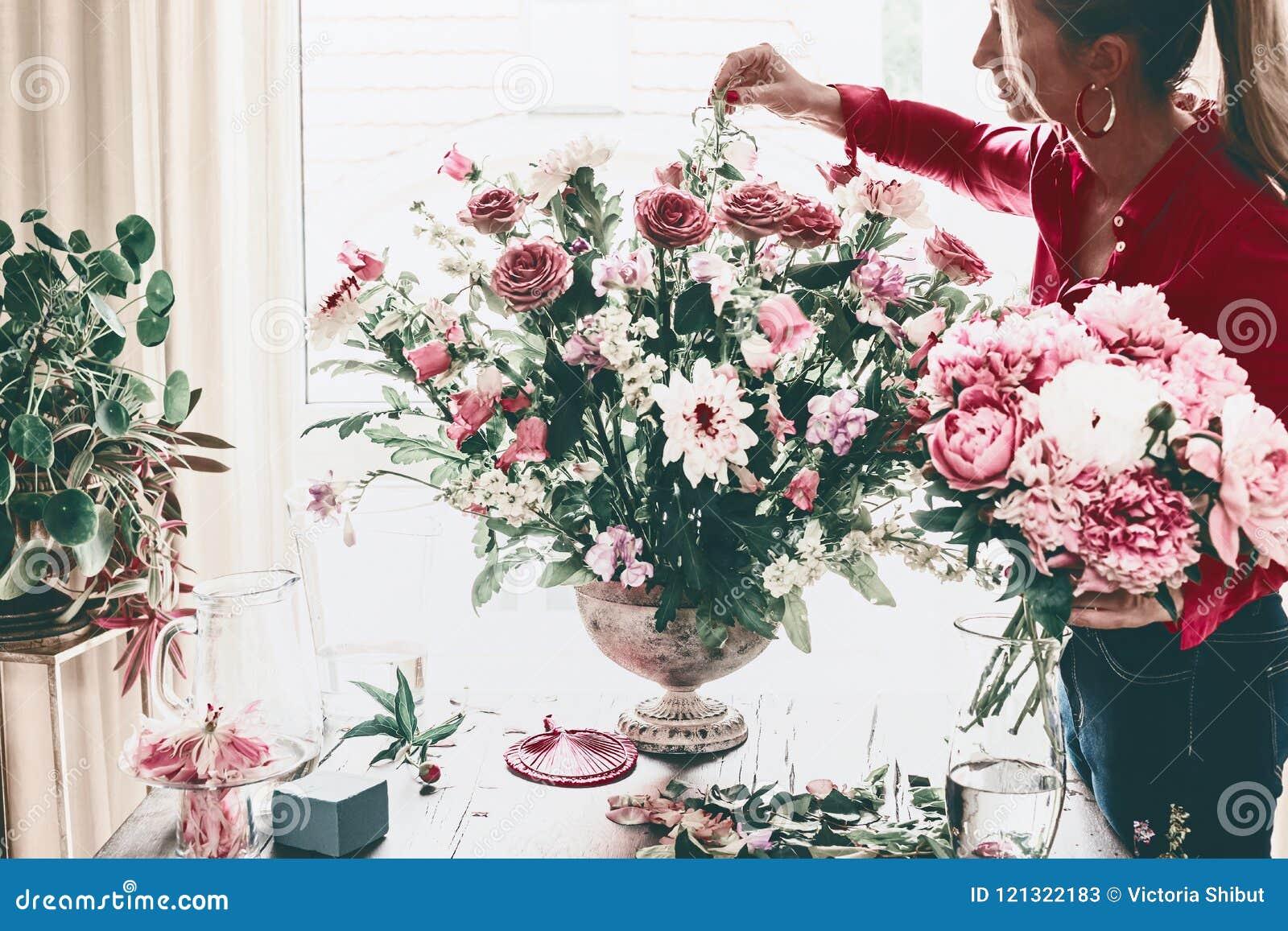 Florist Women Make Beautiful Big Festive Event Classical Bouquet ...