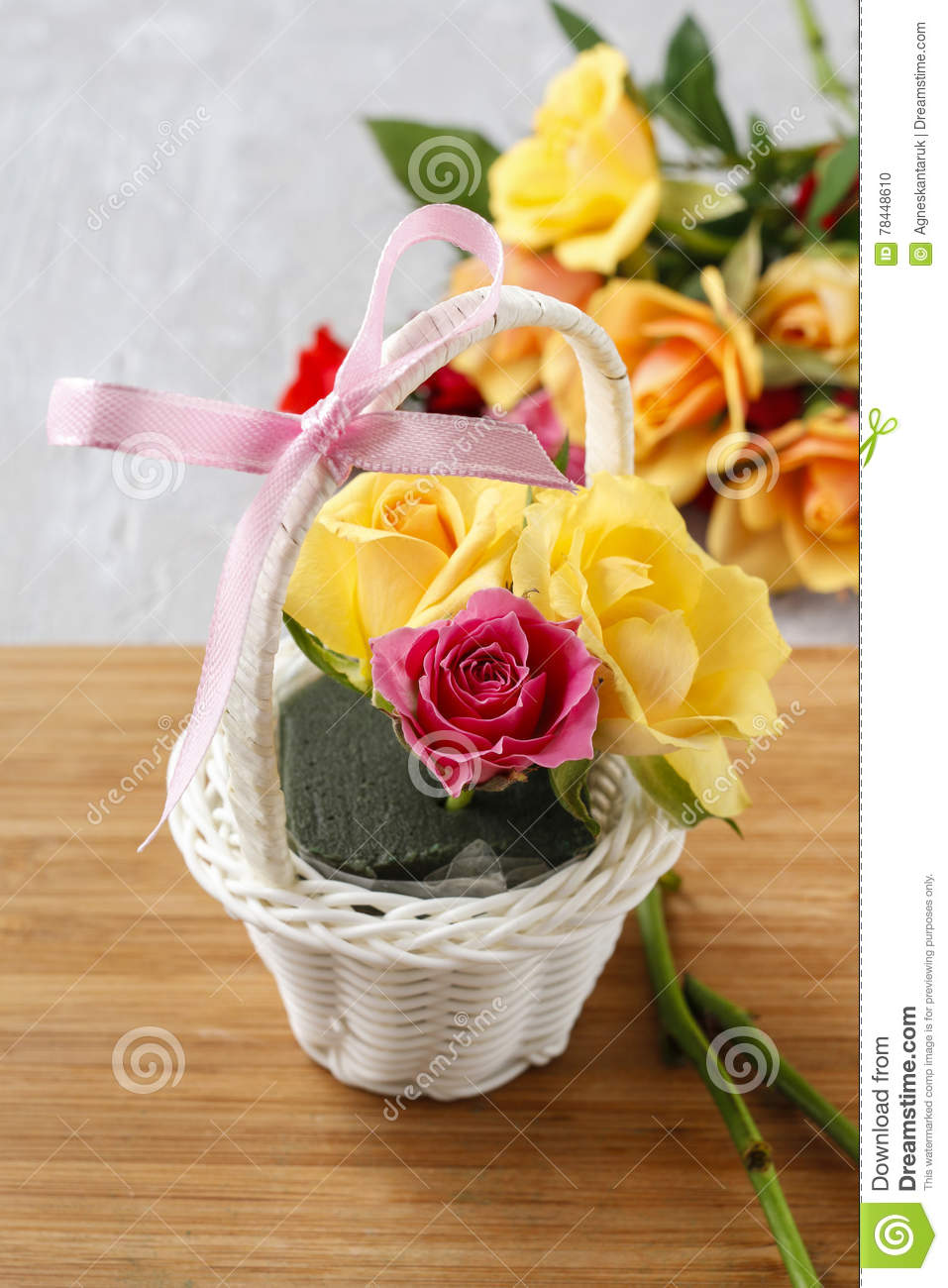 Florist Workspace How To Make Floral Arrangement With Roses In