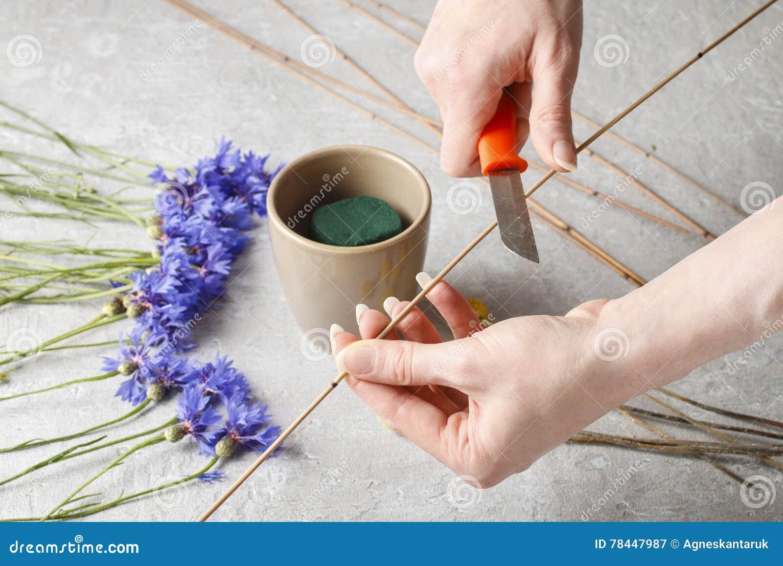 Florista En El Trabajo Cómo Hacer El Arreglo Floral Con