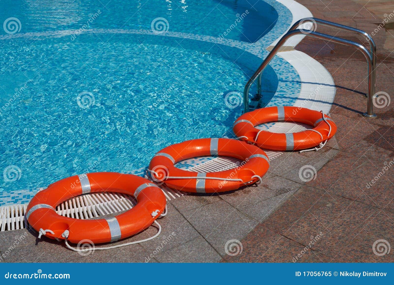 flotadores y piscina imagen de archivo imagen de vida On flotadores piscina