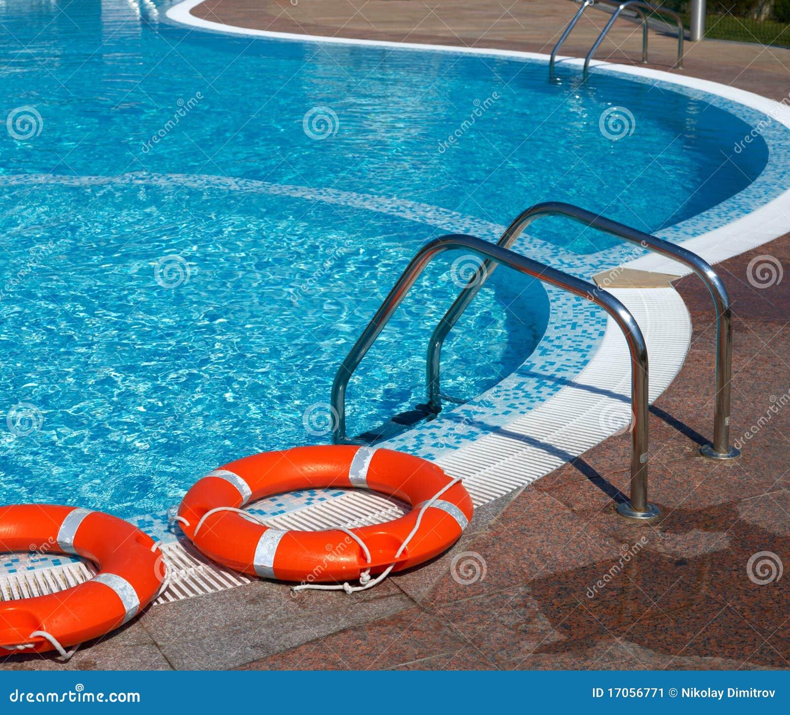 flotadores y piscina imagen de archivo imagen 17056771
