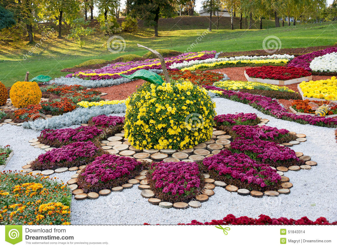 Flower bed in a shape of an apple with colorful for Flower bed shapes designs