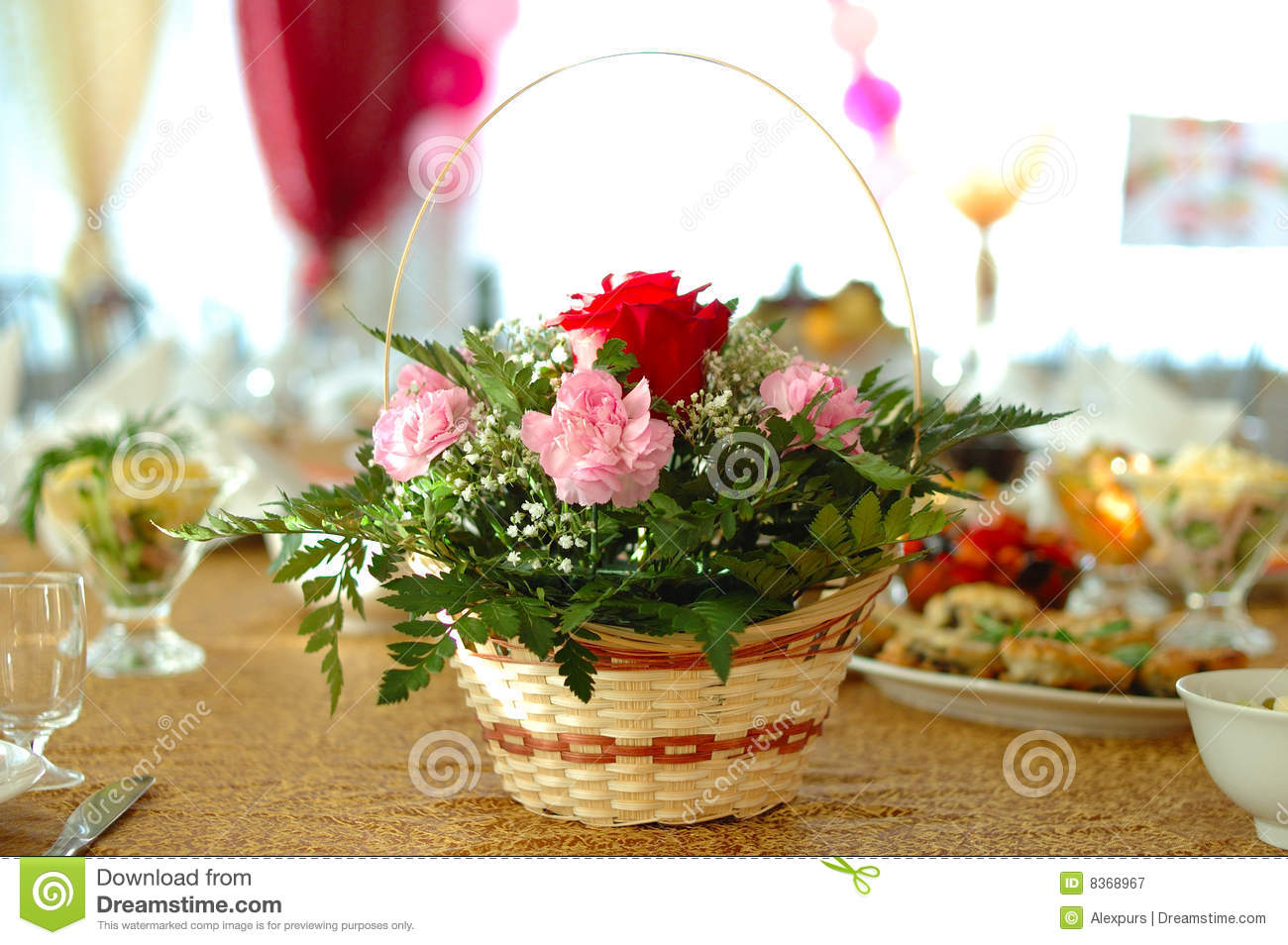 Flower decoration on holiday table stock image image 8368967 for Photo decoration