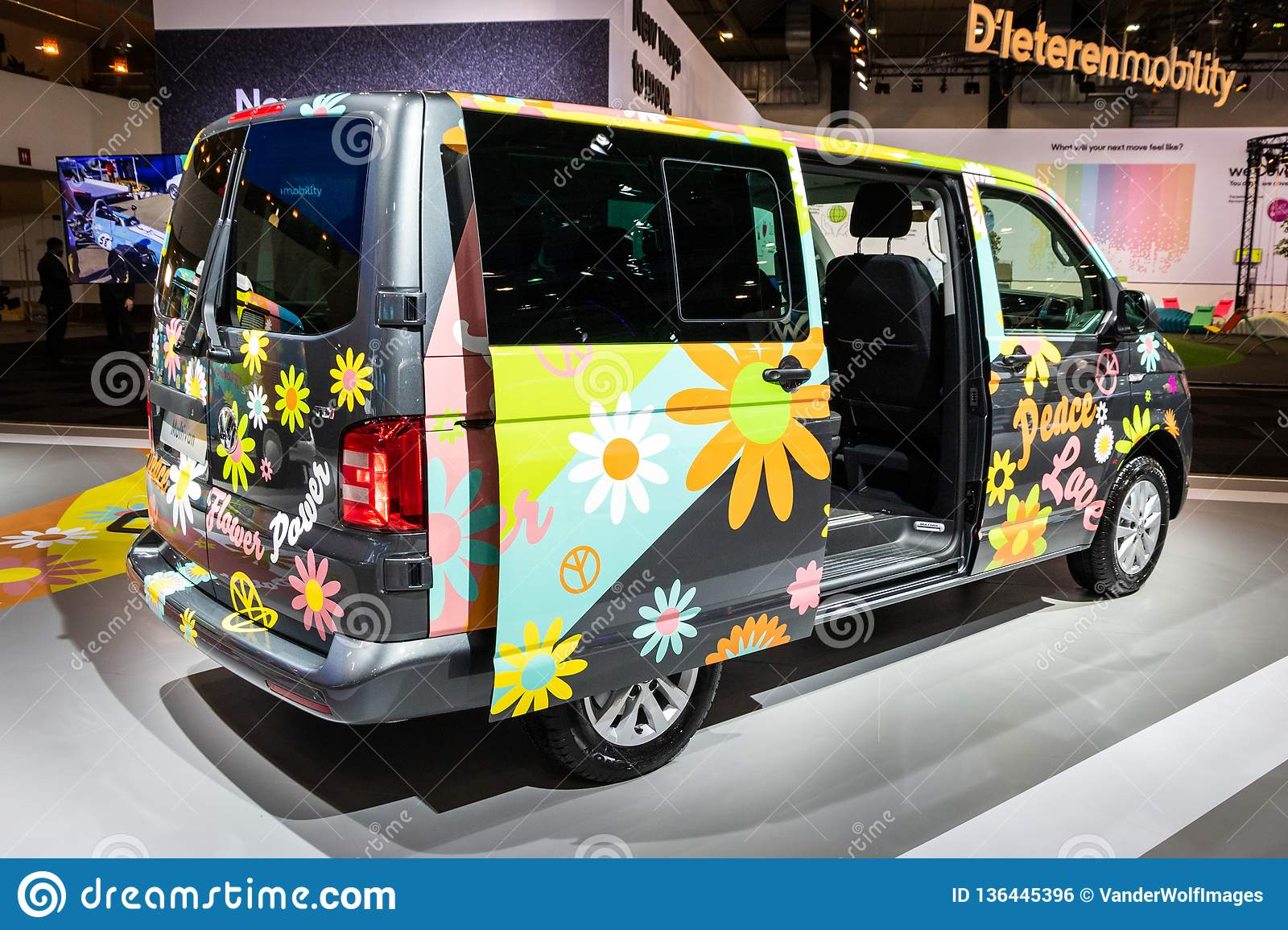 Peace And Love Vw Bus 555px - Flower Power Bus Png, Transparent Png -  555x555(#3835107) - PngFind