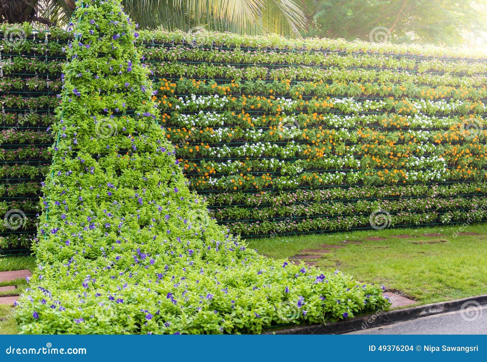 Flower wall vertical garden for Flower wall garden
