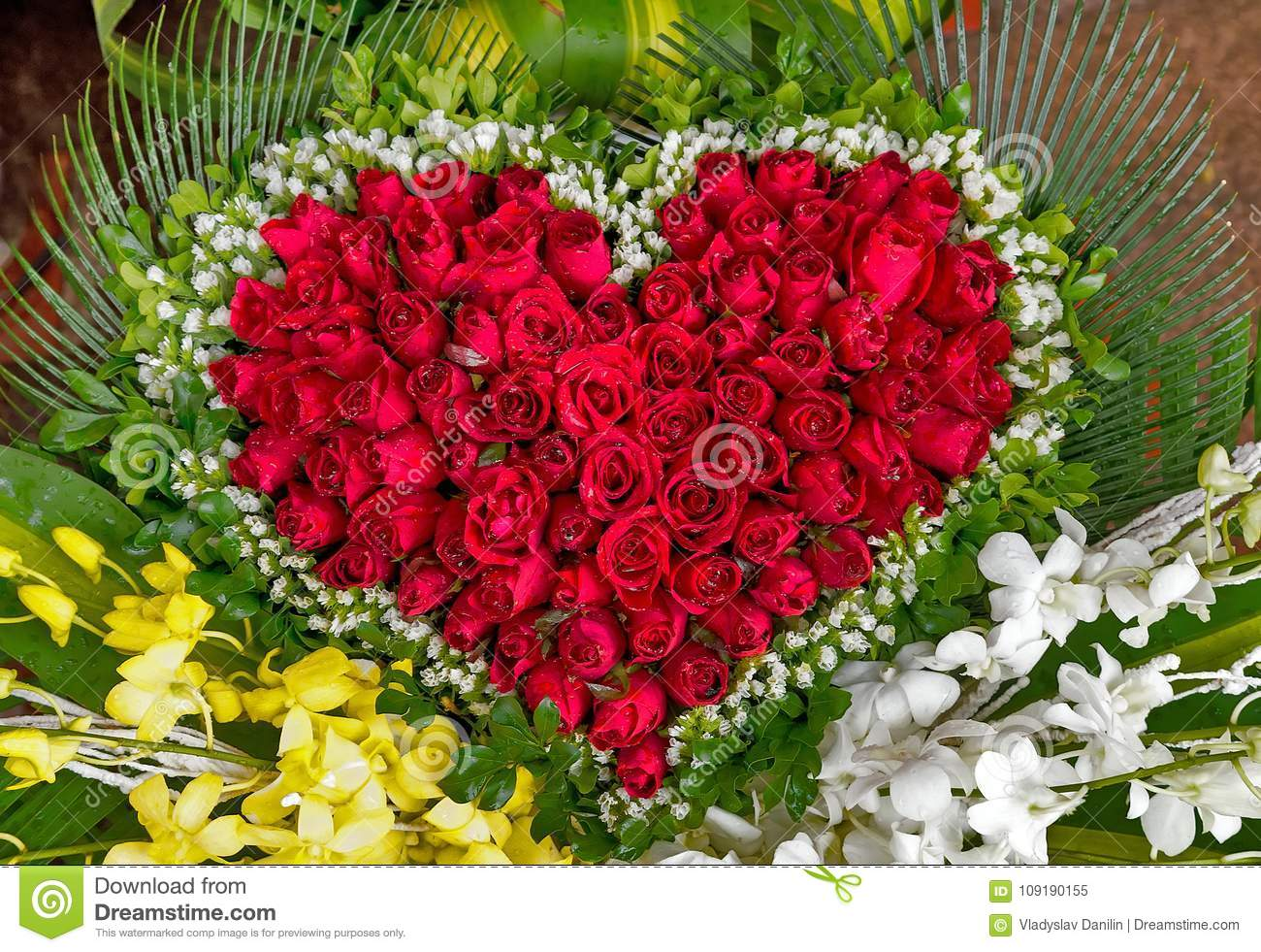Flowers Bouquet From Red Roses Happy Valentine S Day Card Stock