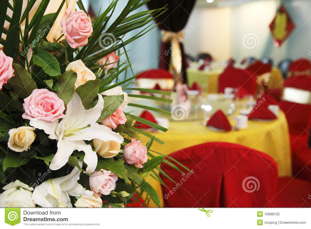 Flowers On The Chinese Style Wedding Banquet Chinese Characters On The