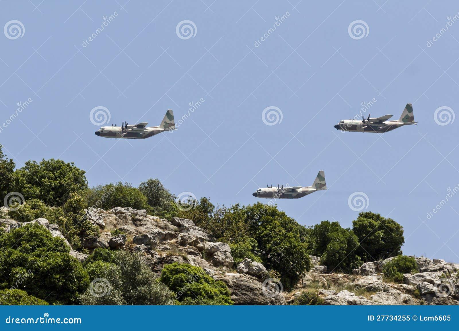 Flug über den Bergen