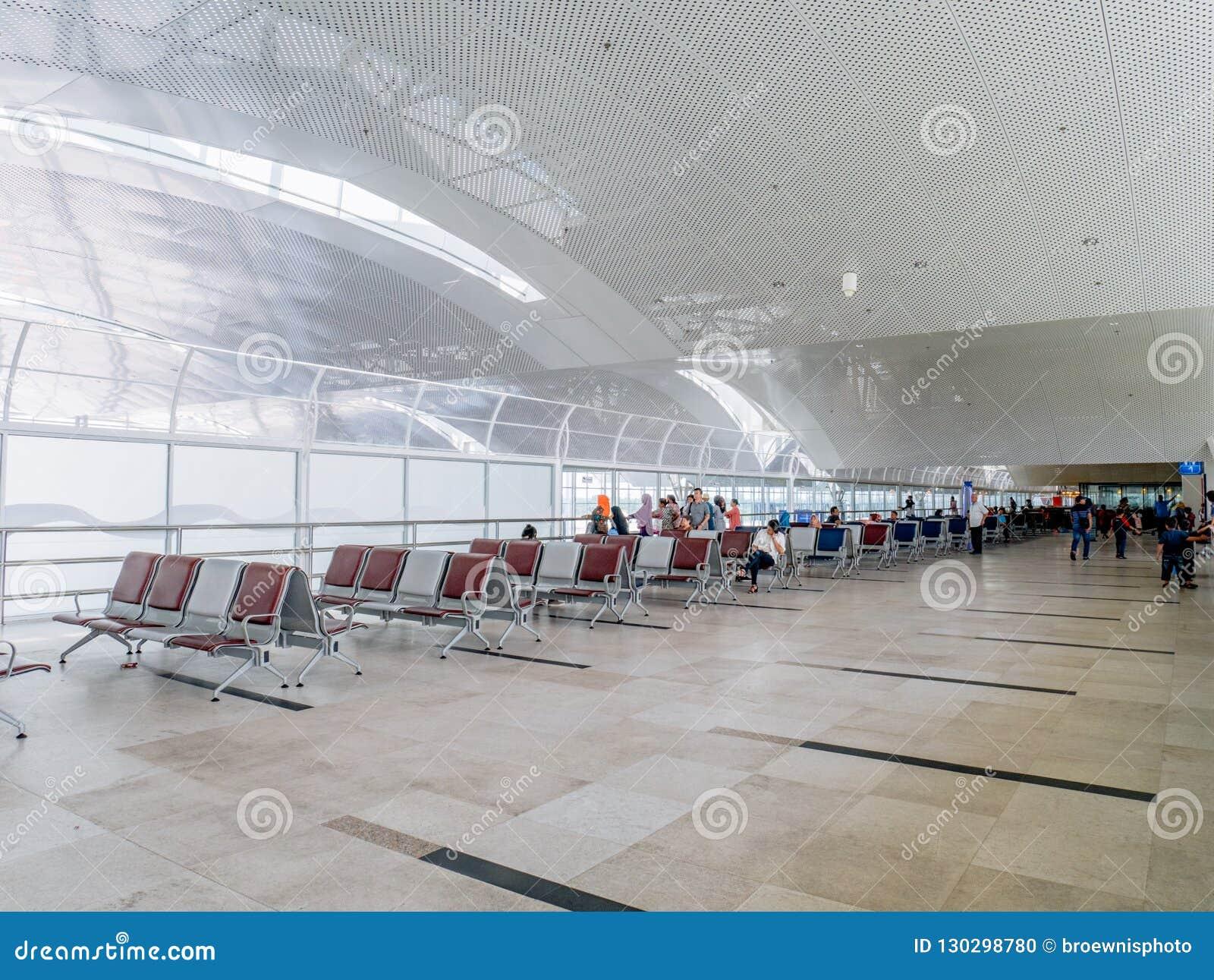 Flughafen-geräumiger Wartebereich im zweiten Stock