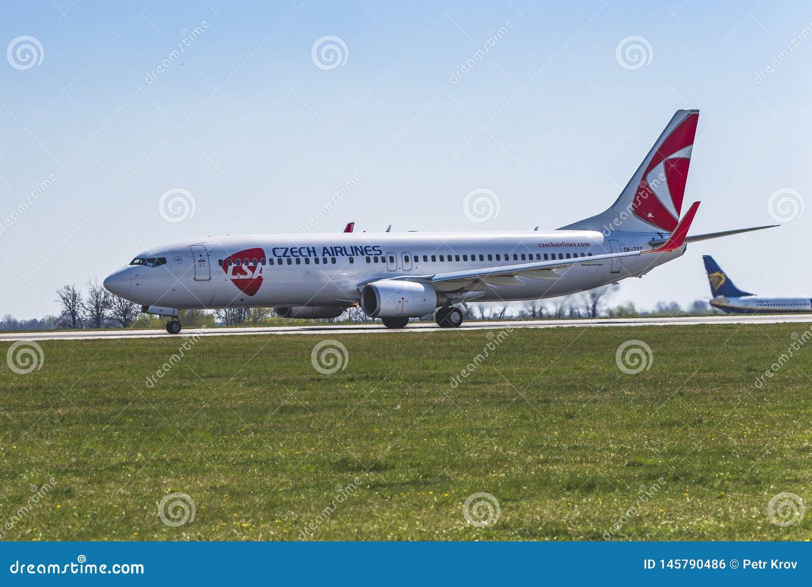 Flughafen Prag Ruzyne-LKPR, Boeing 737-800 ÄŒSA
