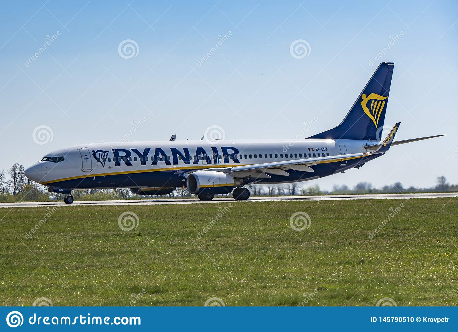 Flughafen Prag Ruzyne-LKPR, Boeing 737-800 Ryanair