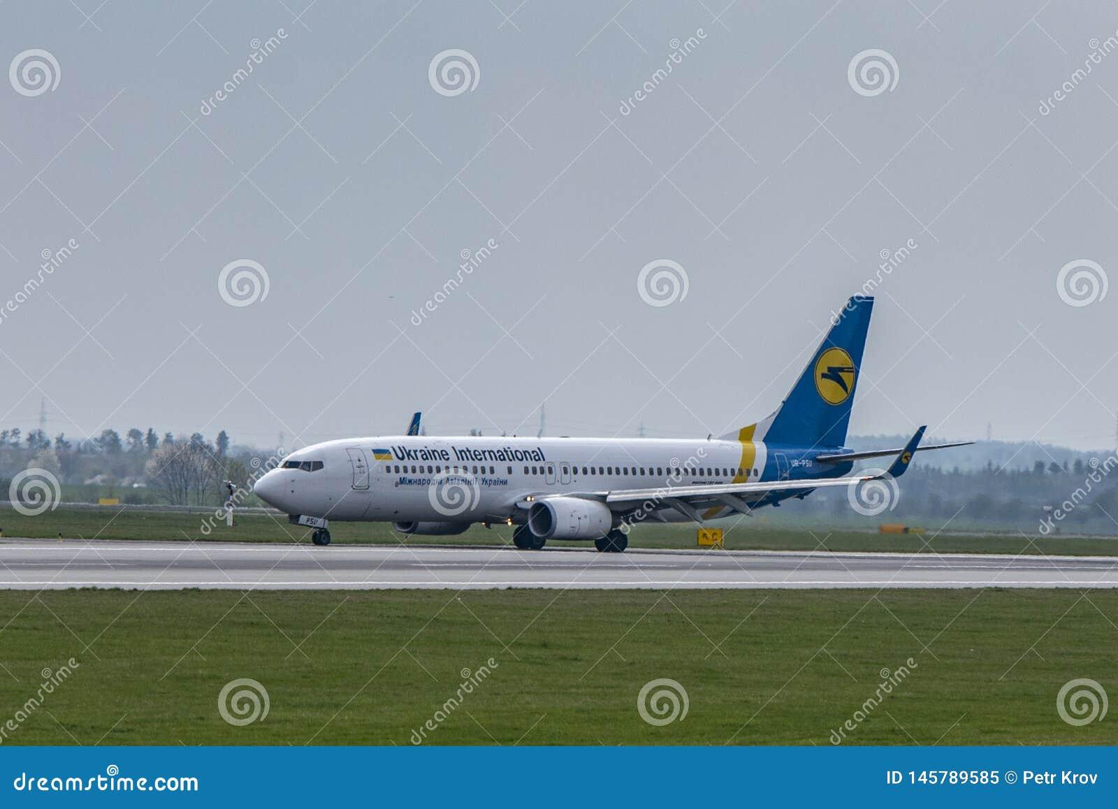 Flughafen Prag Ruzyne-LKPR, Boeing 737-800 Ukraine