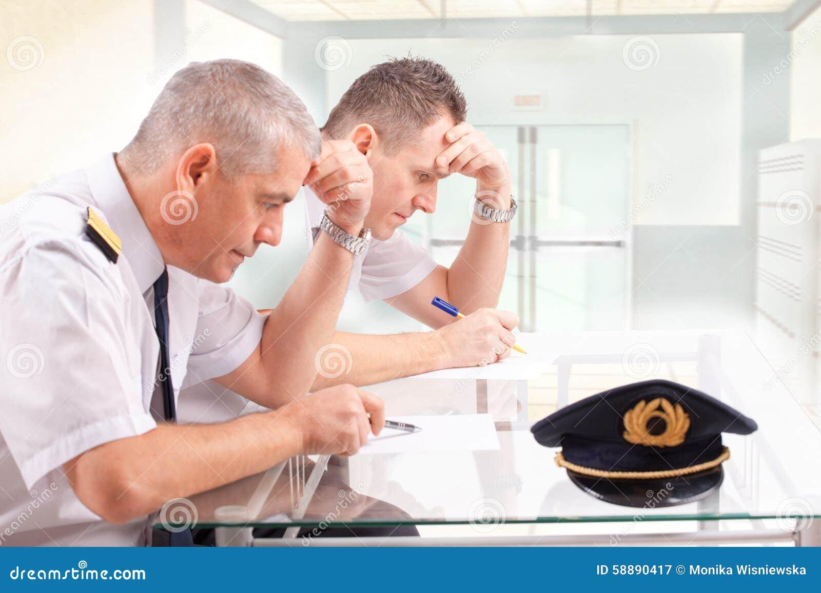 Fluglinienpiloten während der Prüfung