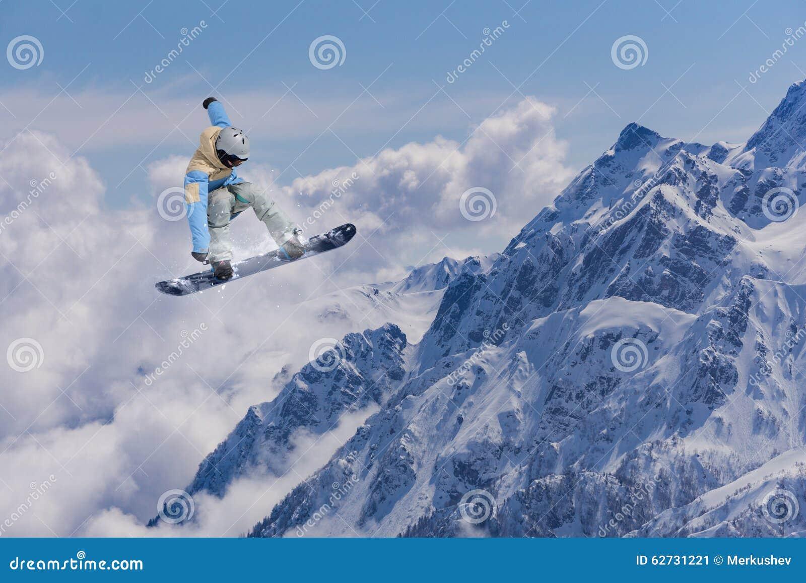 Flugwesen Snowboarder auf Bergen Extremer Sport