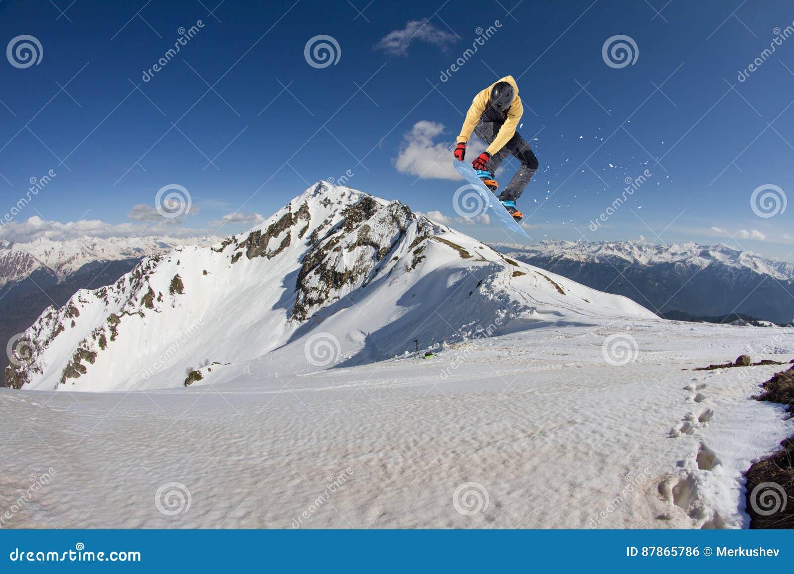 Flugwesen Snowboarder auf Bergen Extremer Wintersport