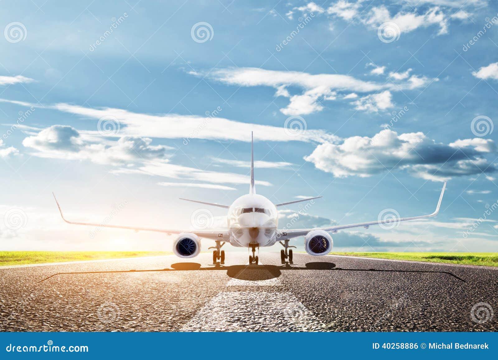 Flugzeug bereit sich zu entfernen. Passagierflugzeuge, Fluglinie. Transport, Reise